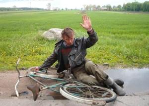 """""""Pozdrav"""" Zdroj: http://necyklopedie.wikia.com/wiki/Soubor:Cyklistick%C3%BD_pozdrav.jpg"""